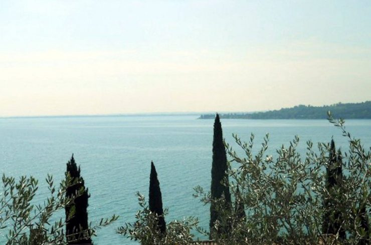 Protected: Villa Padenghe for sale just 50 meters from lake