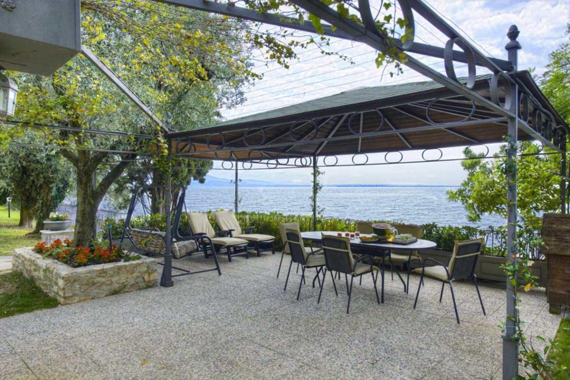 Waterfront Villa Padenghe sul Garda 06