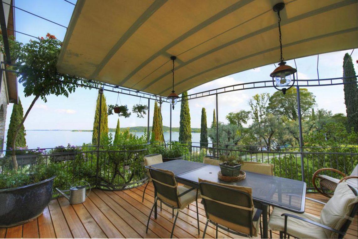 Waterfront Villa Padenghe sul Garda 08