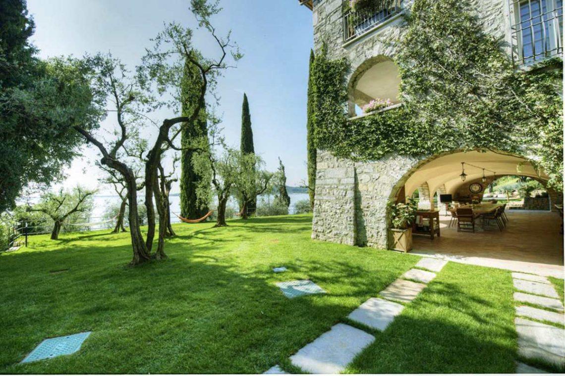 Waterfront Villa Padenghe sul Garda 09