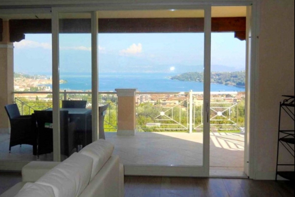 Salo apartment lake view