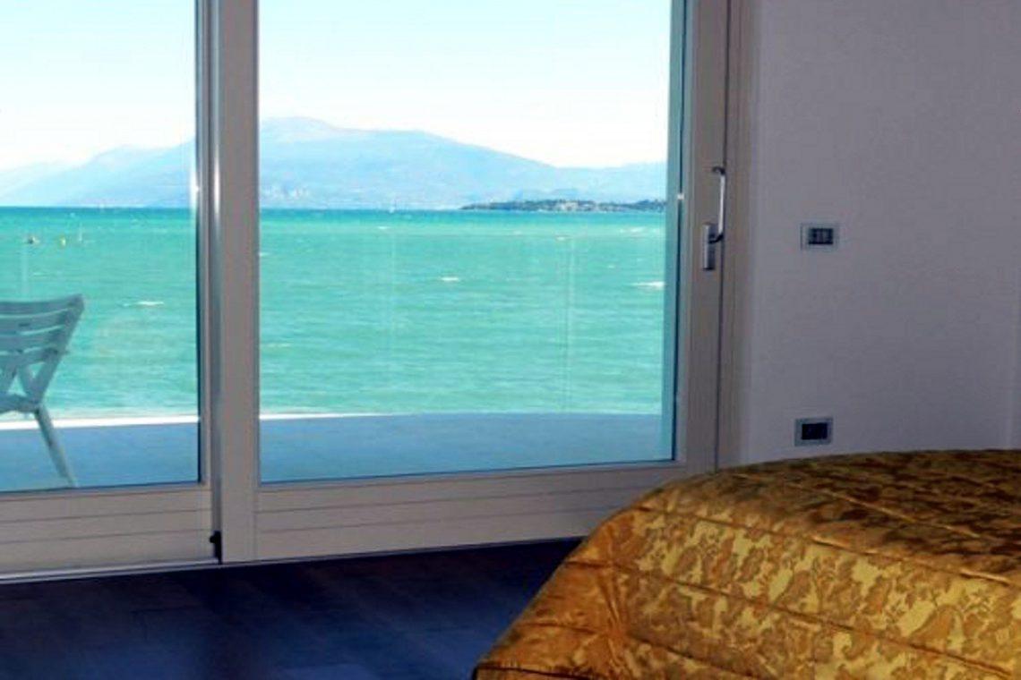 Italy Desenzano del Garda Waterfront Villa 06