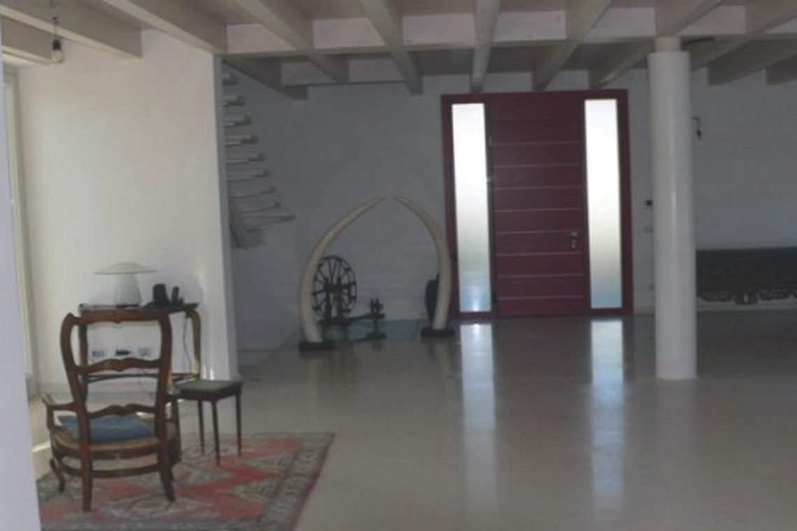 Italy Desenzano del Garda Waterfront Villa 09