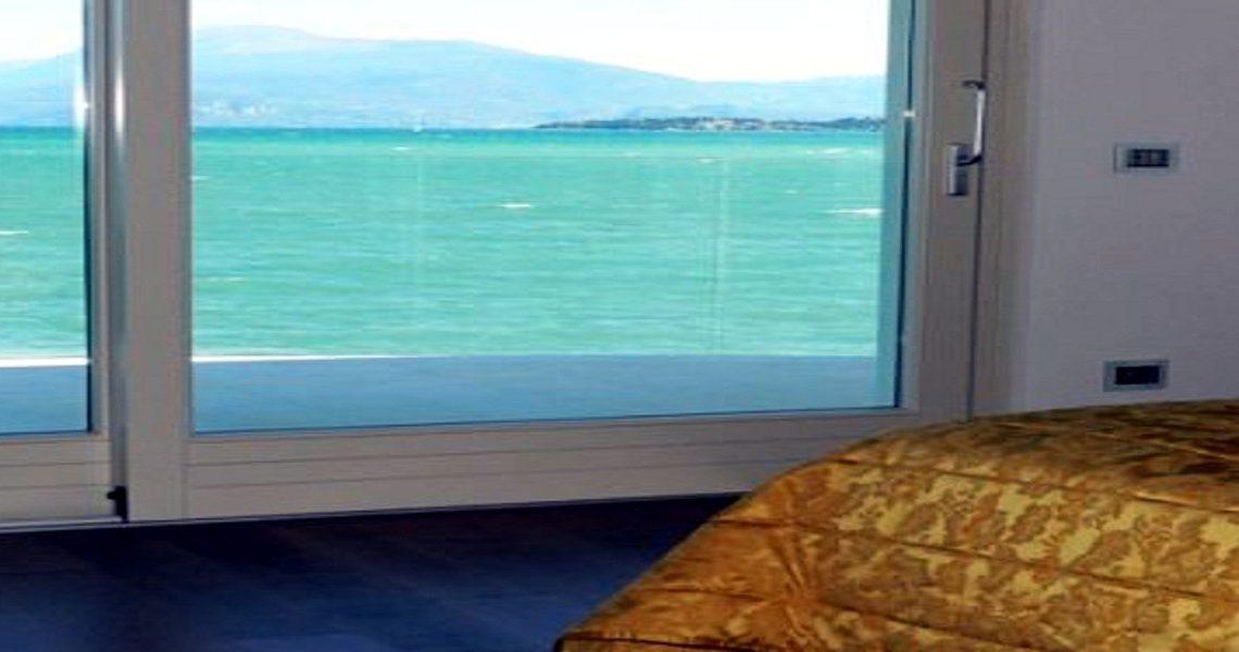 Italy Desenzano del Garda Waterfront Villa – Slider