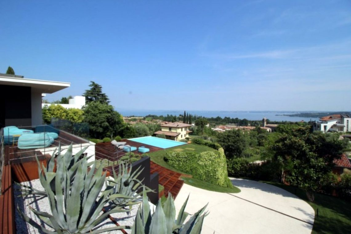 Italy Padenghe sul Garda villa lake view 15