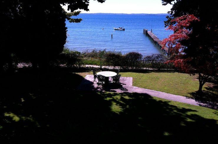 Lake Garda waterfront villa in Lazise with private wharf