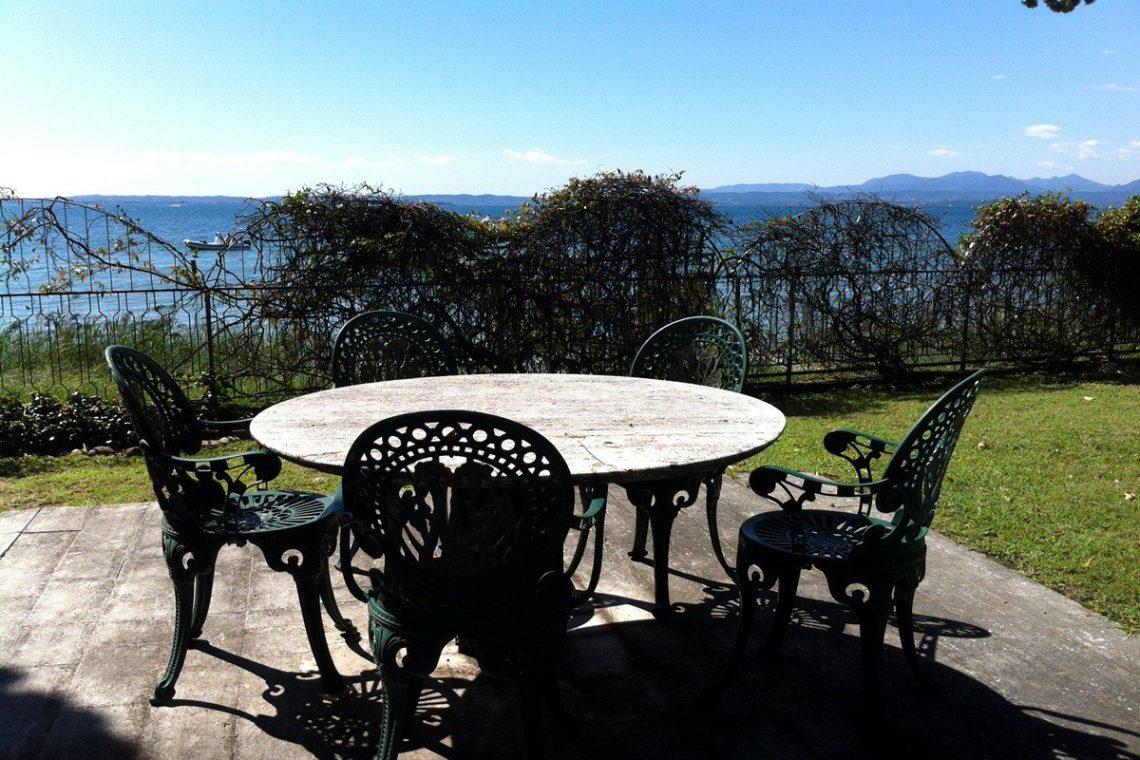 Lake Garda waterfront villa 03