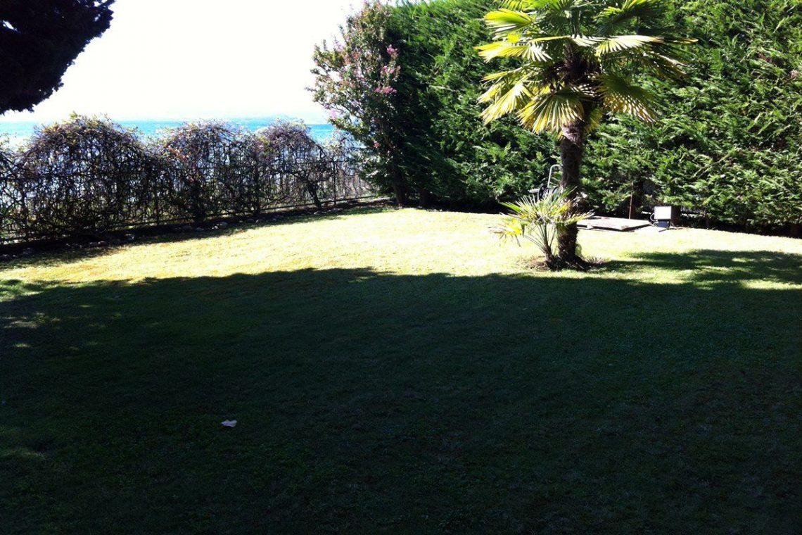 Lake Garda waterfront villa 06