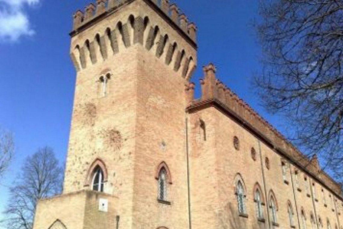 Castle for sale in Italy Emilia Romagna 01