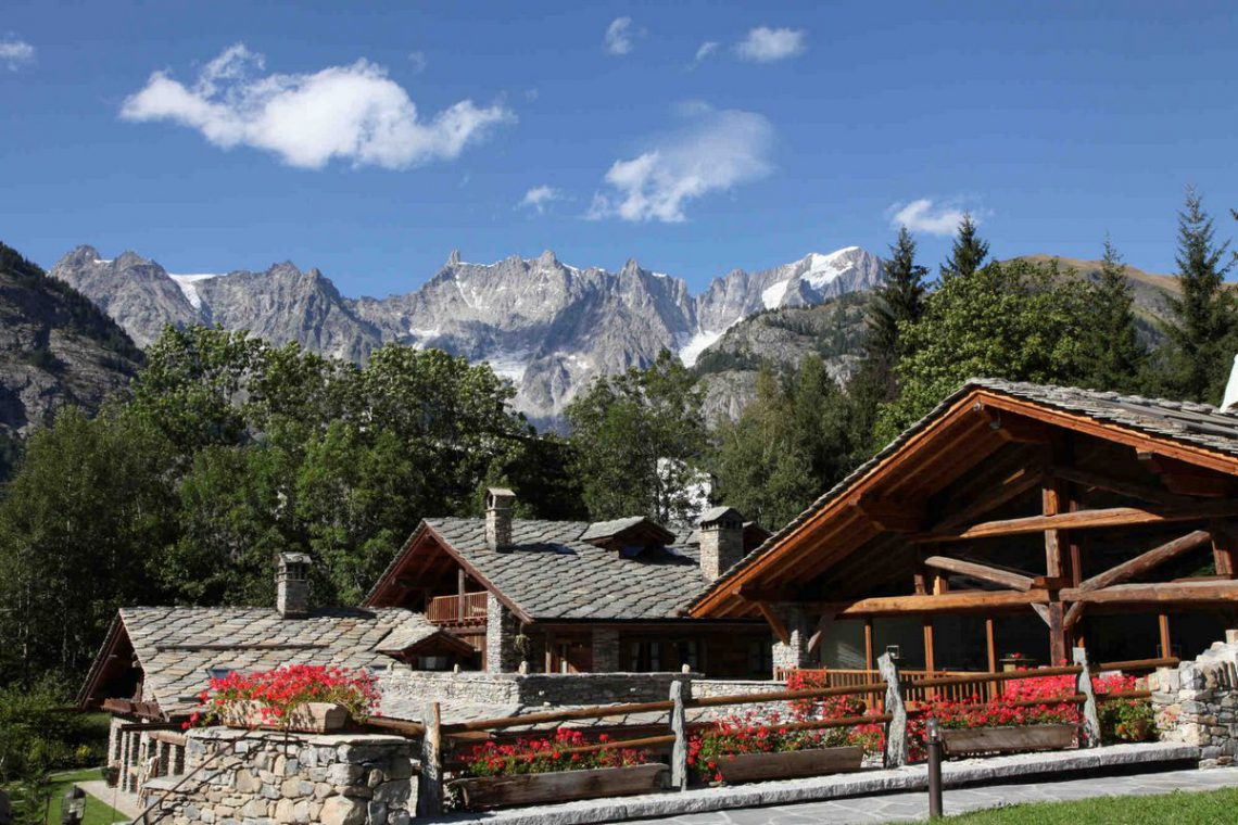 Courmayeur Luxury Chalet for Rent 4 Stars Luxury 01