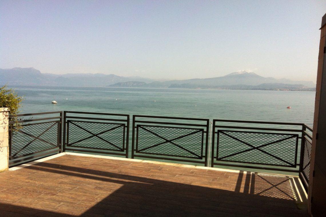 Waterfront house Lake Garda in Peschiera del Garda 01