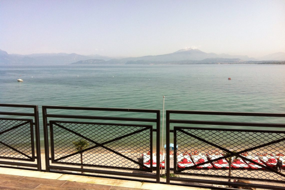 Waterfront house Lake Garda in Peschiera del Garda 02