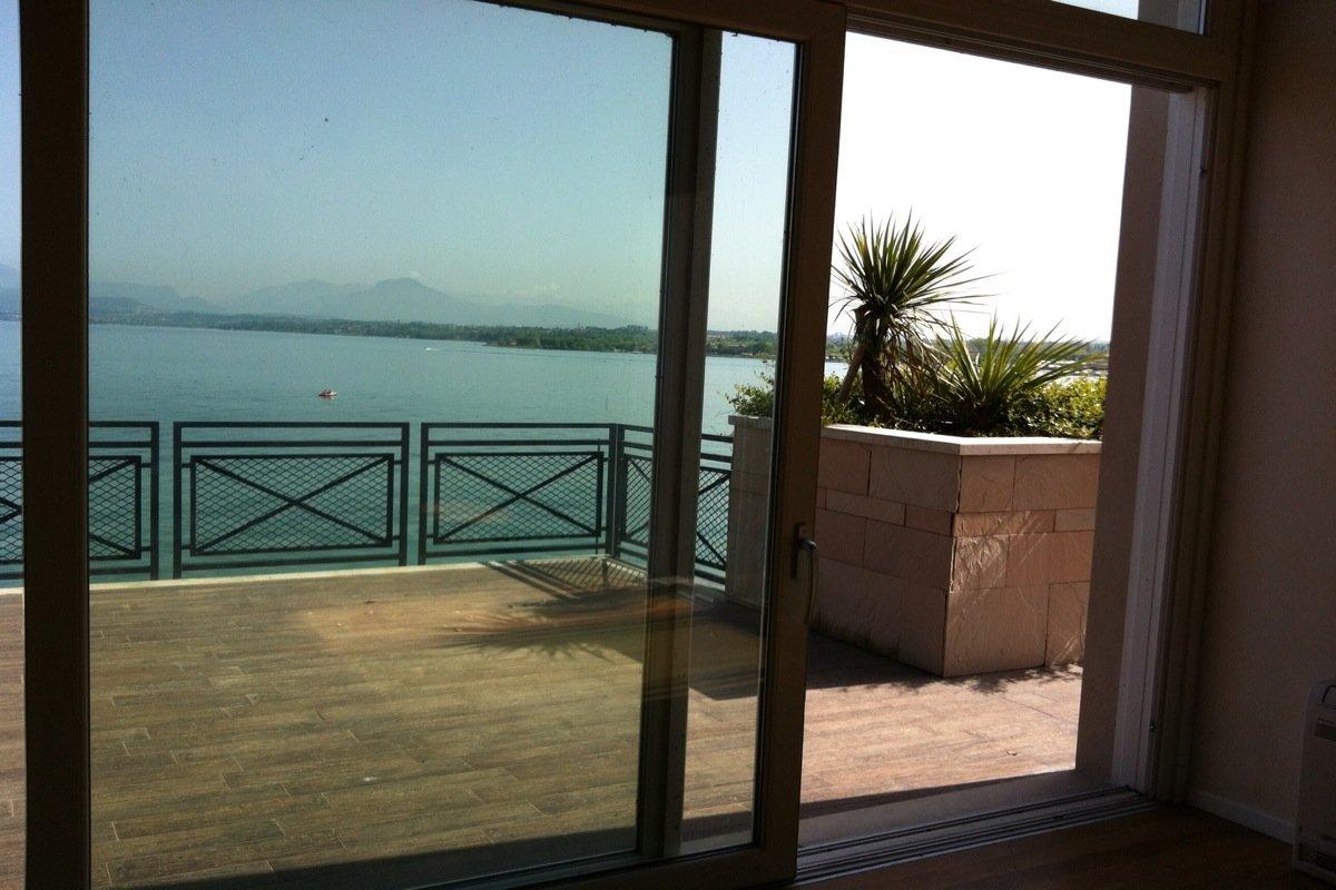 Waterfront house Lake Garda