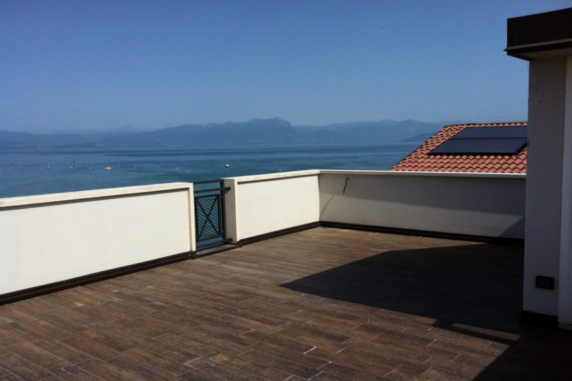 Waterfront house Lake Garda in Peschiera del Garda 11
