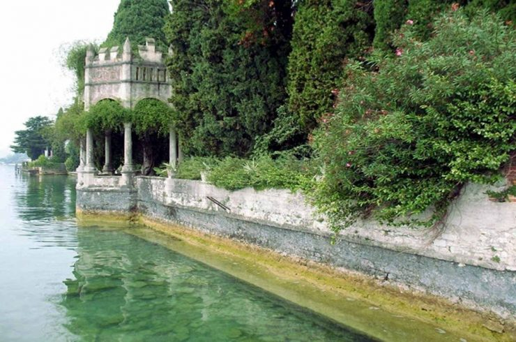 Waterfront historic house for sale Italy with private wharf