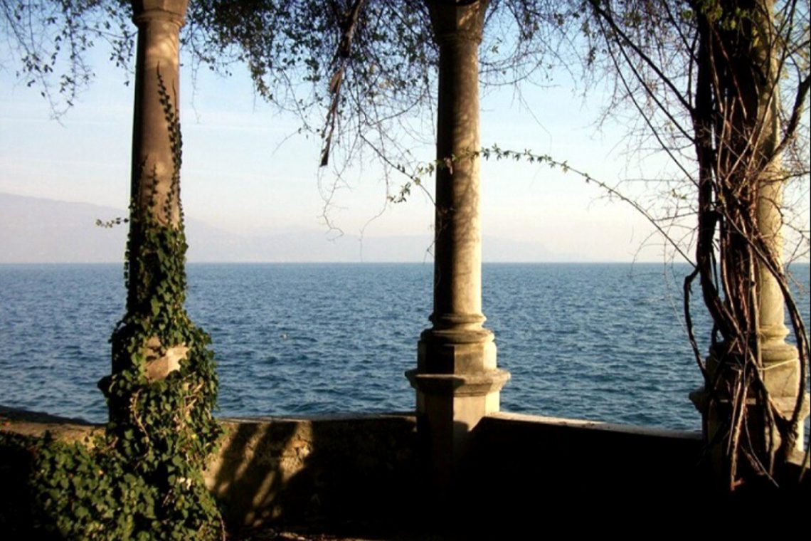 Waterfront historic house for sale Italy with private wharf 02