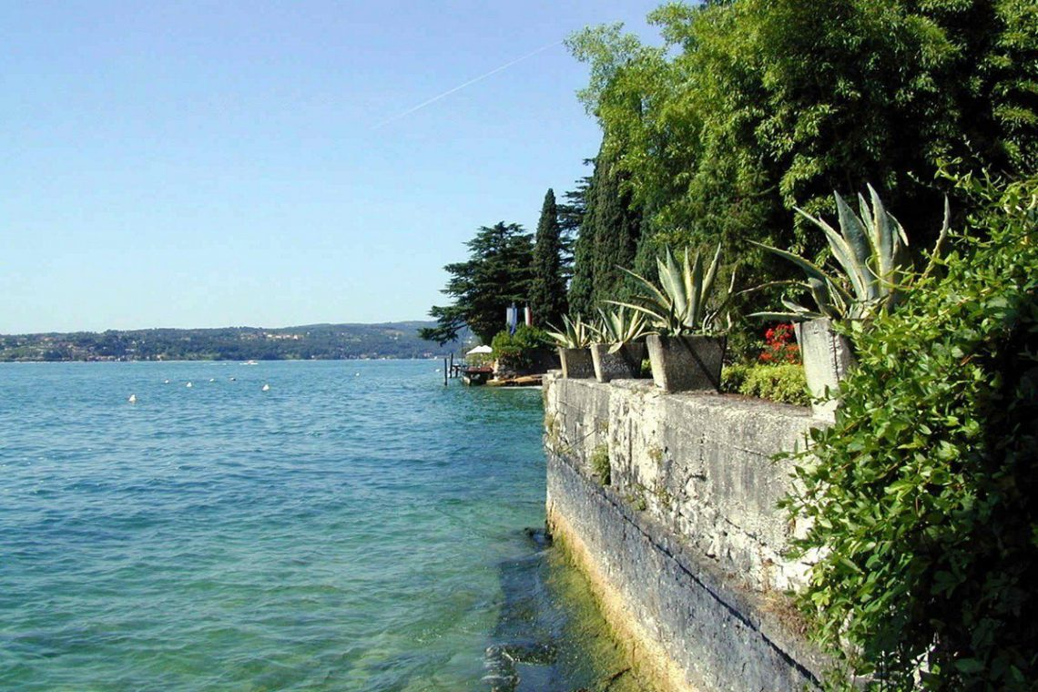 Waterfront historic house for sale Italy with private wharf 03