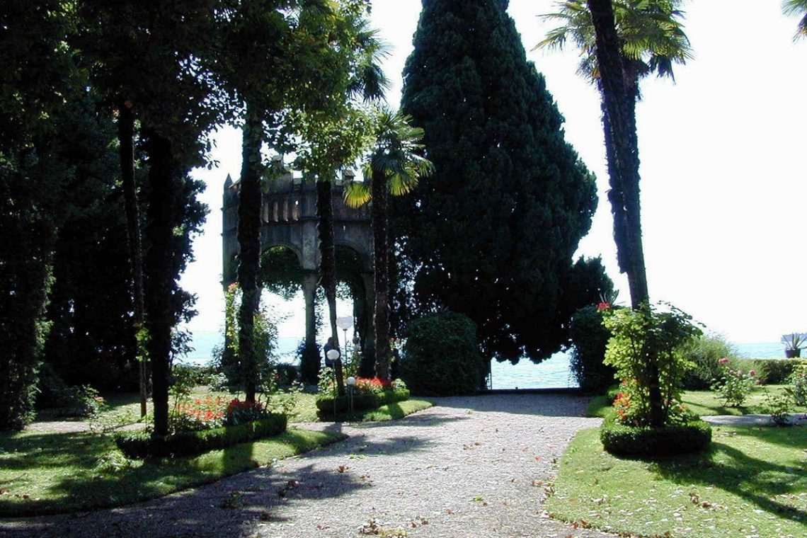 Waterfront historic house for sale Italy with private wharf 04