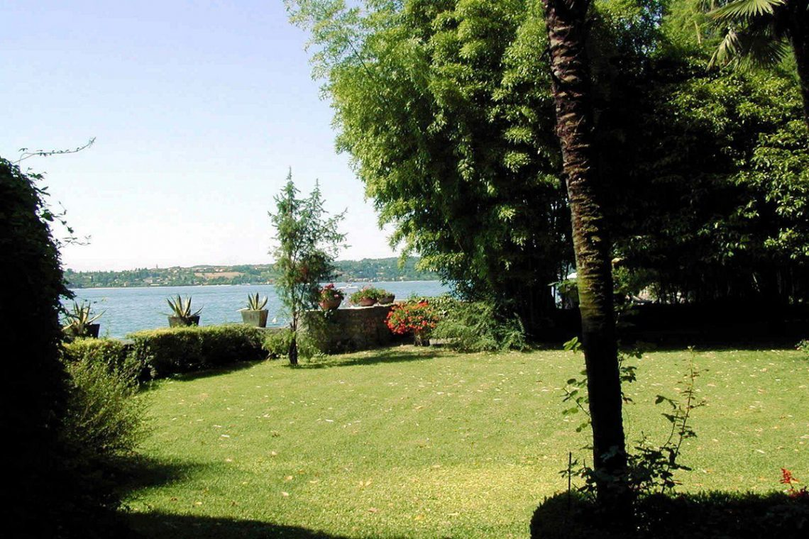 Waterfront historic house for sale Italy with private wharf 05