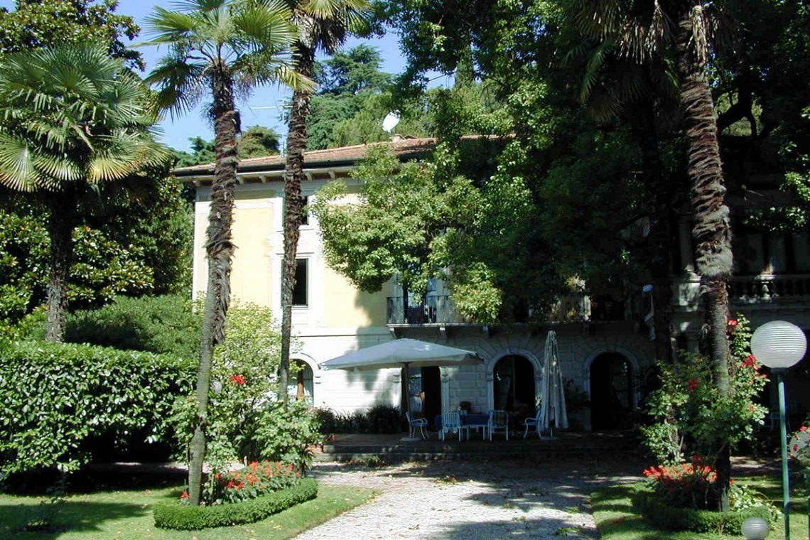 Waterfront historic house for sale Italy with private wharf 07