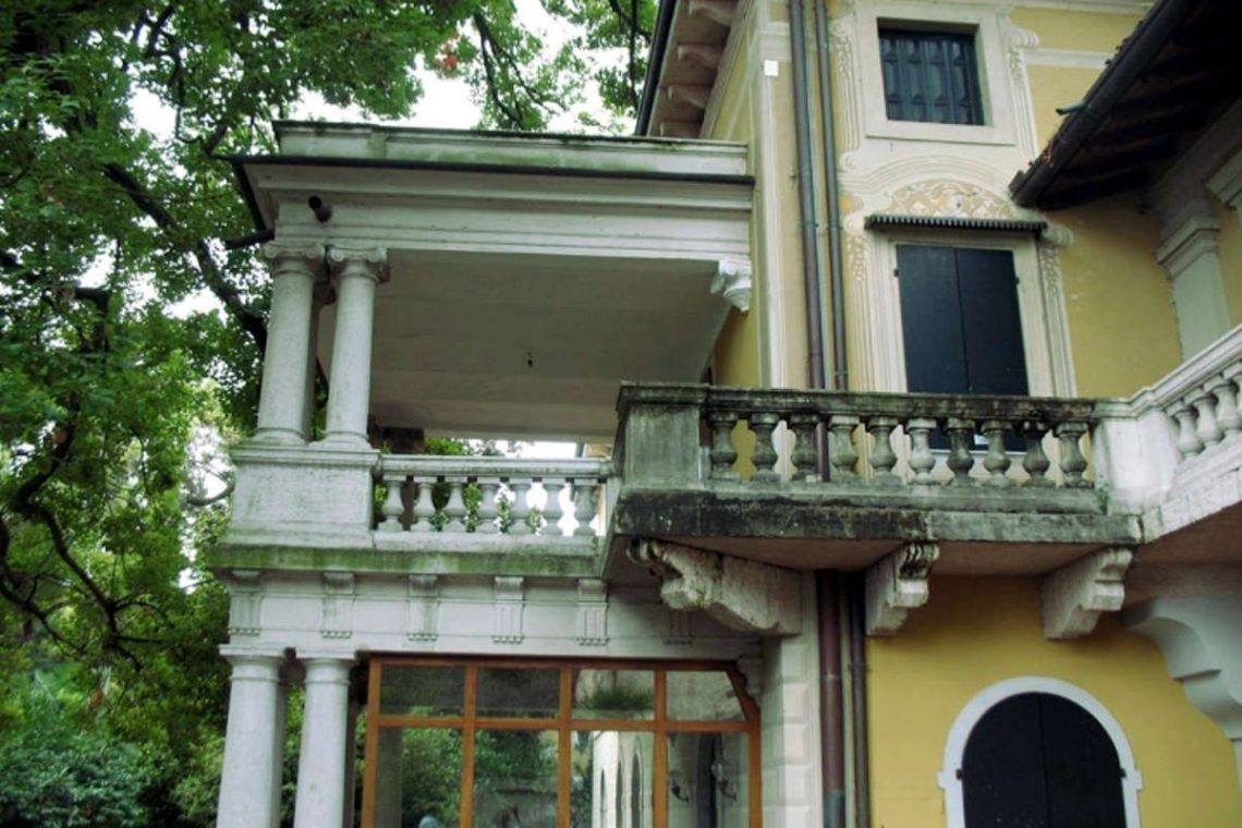 Waterfront historic house for sale Italy with private wharf 10