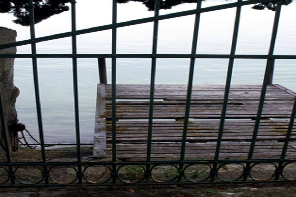 Waterfront historic house for sale Italy with private wharf 17