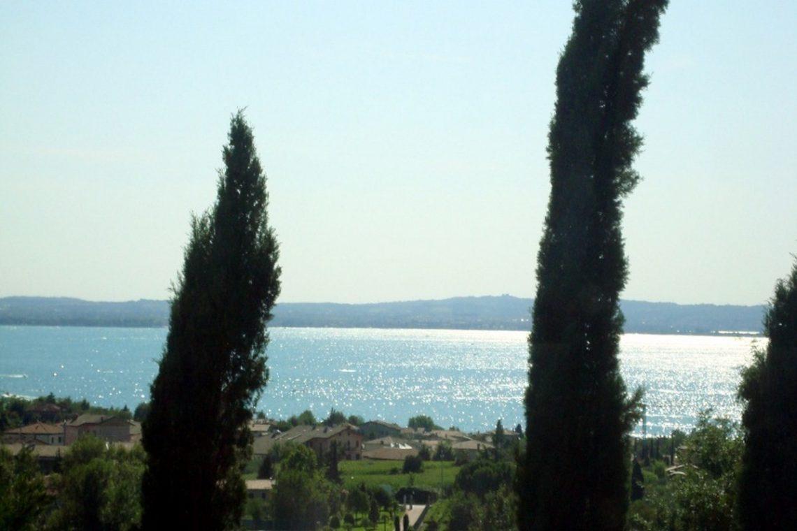 Lake view villa Lazise del Garda with indoor pool 04