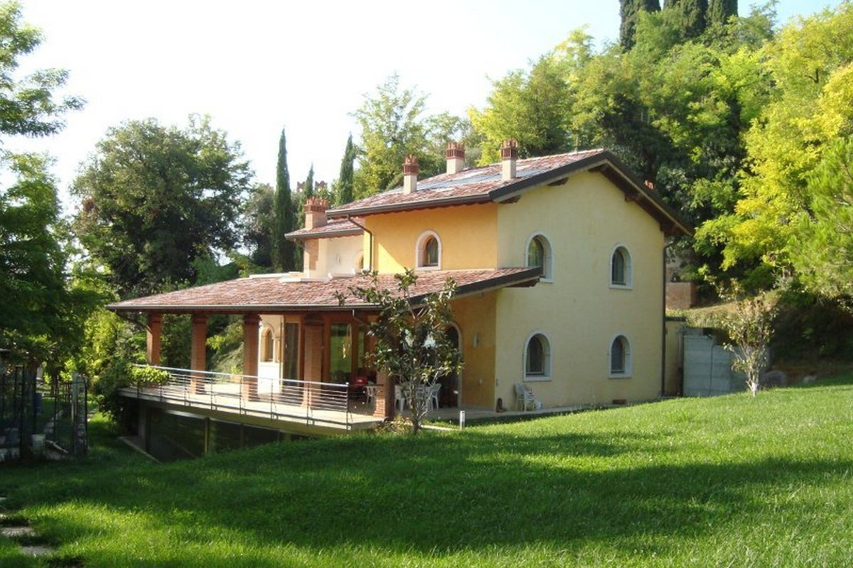 Lake view villa Lazise del Garda with indoor pool