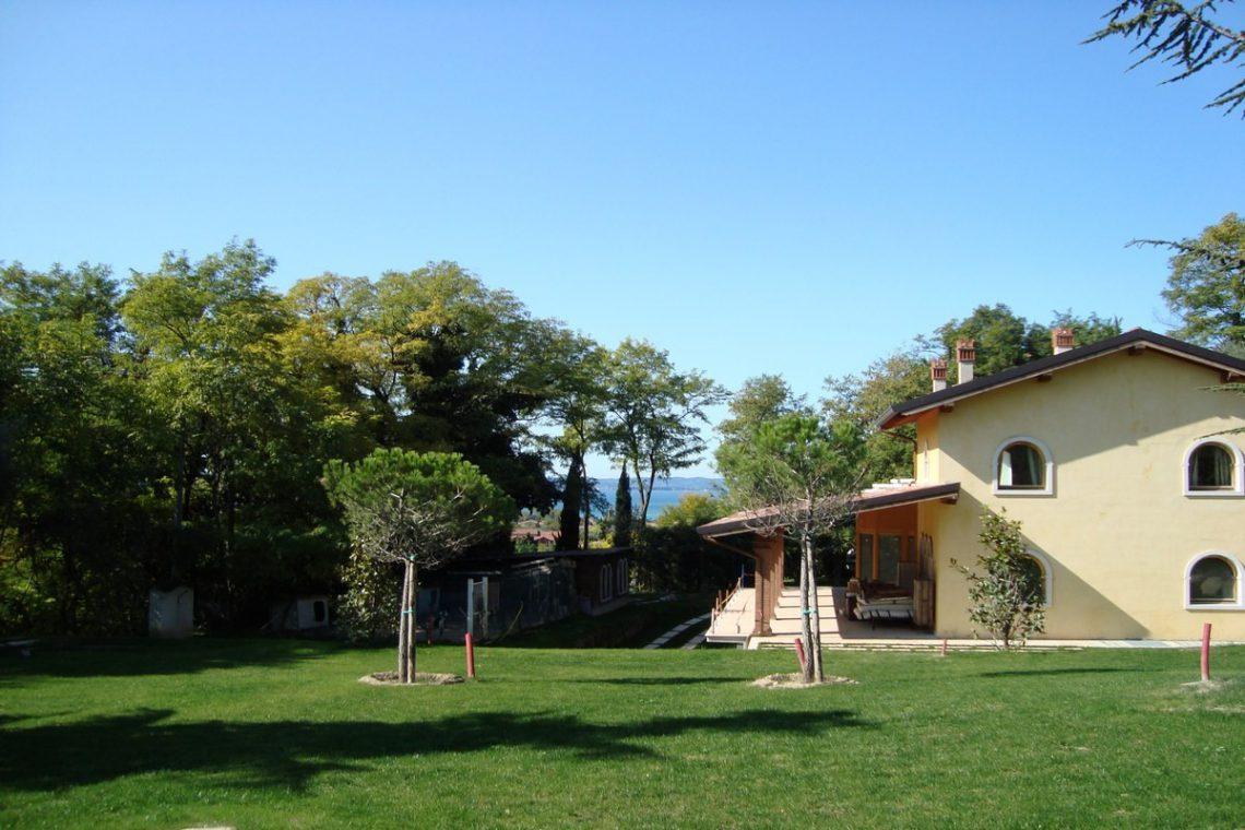 Lake view villa Lazise del Garda with indoor pool 09