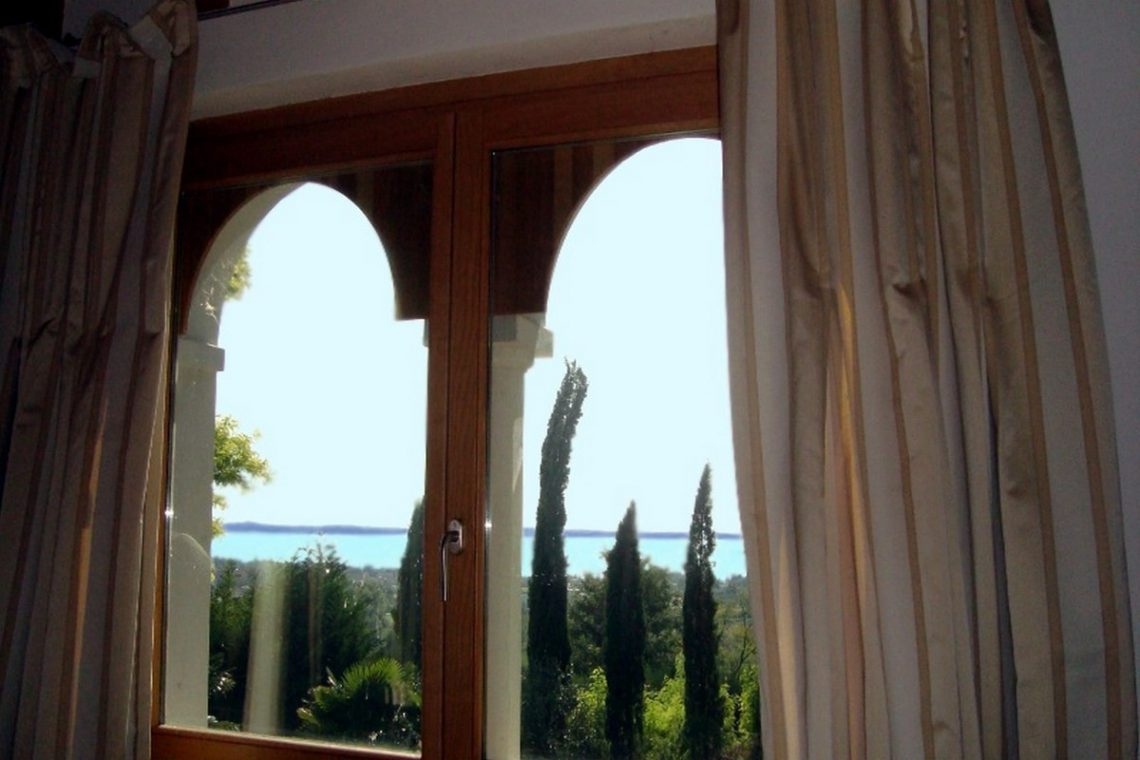 Lake view villa Lazise del Garda with indoor pool 16