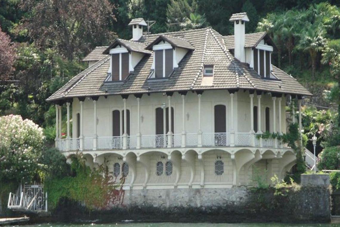 Waterfront historic villa for sale Lake Como 04