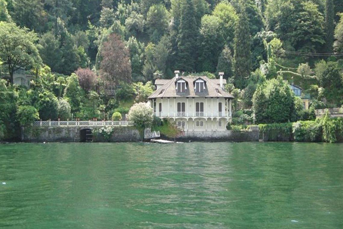 Waterfront historic villa for sale Lake Como 07