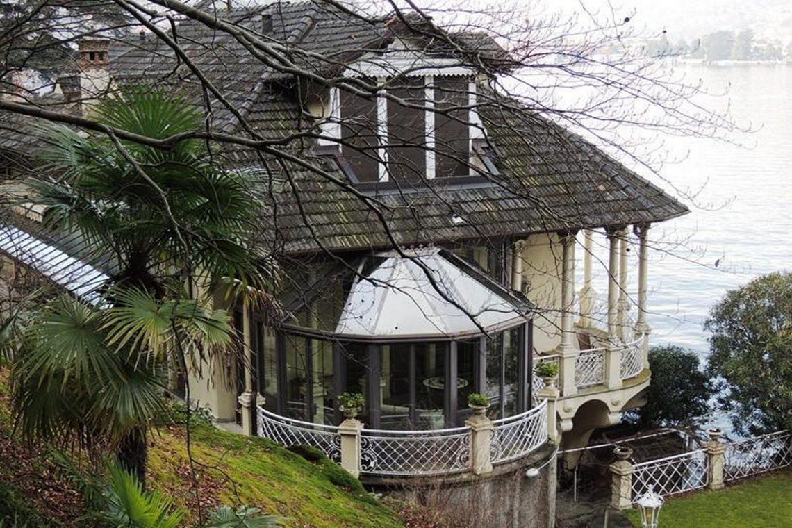 Waterfront historic villa for sale Lake Como 08