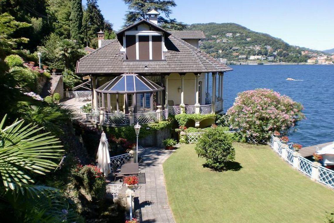 Waterfront historic villa for sale Lake Como 10