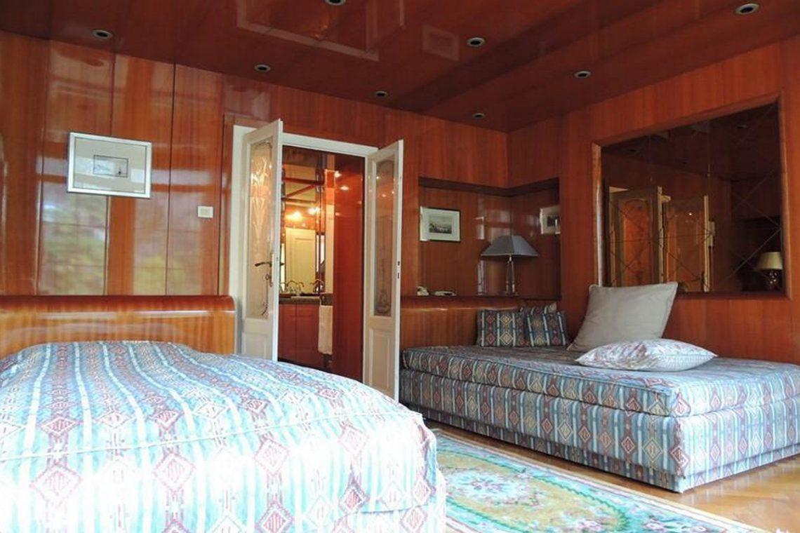 Waterfront historic villa for sale Lake Como 15