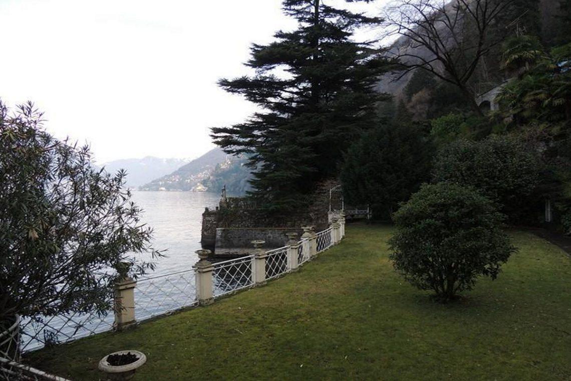 Waterfront historic villa for sale Lake Como 20