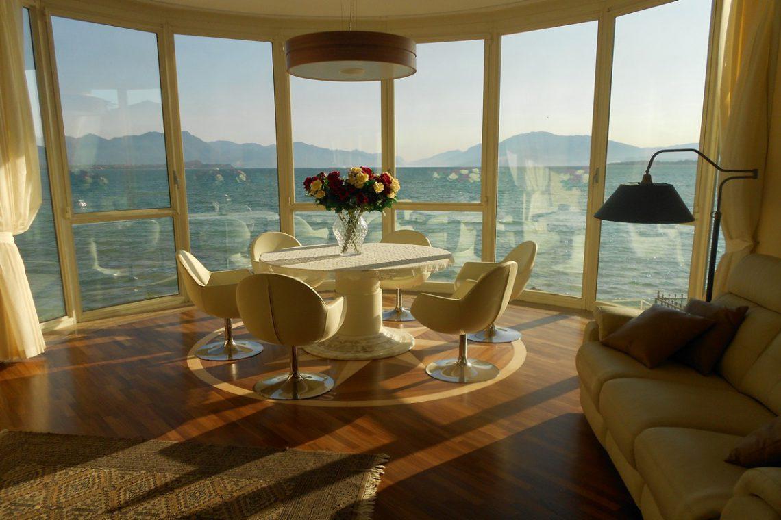 Waterfront house Desenzano del Garda 01