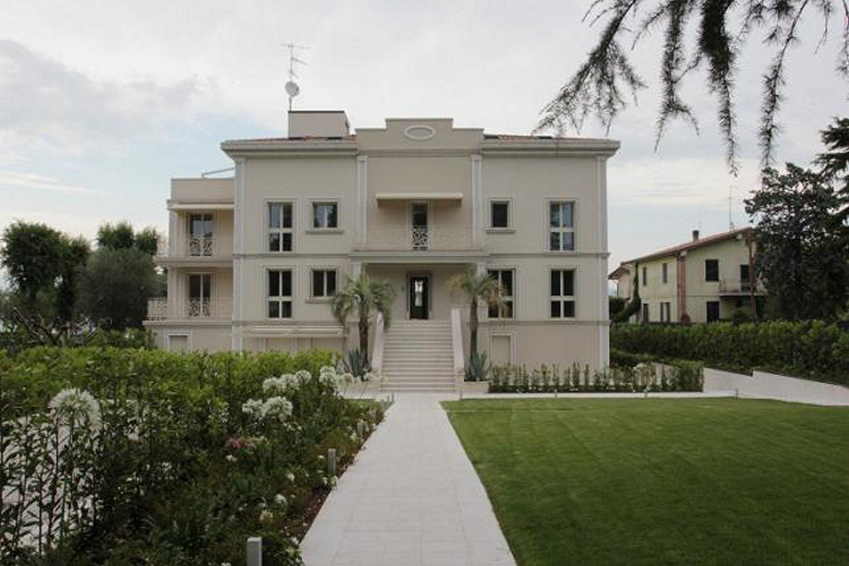 Waterfront house Desenzano del Garda