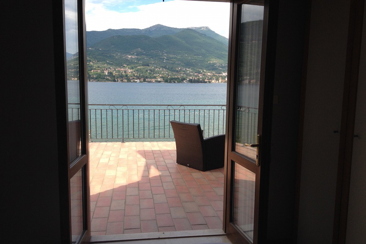 Waterfront villa Lake Garda rent, pool, beach, private dock