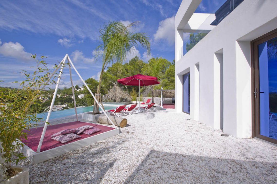 Minimalist villa Ibiza for rent with tropical pool 04