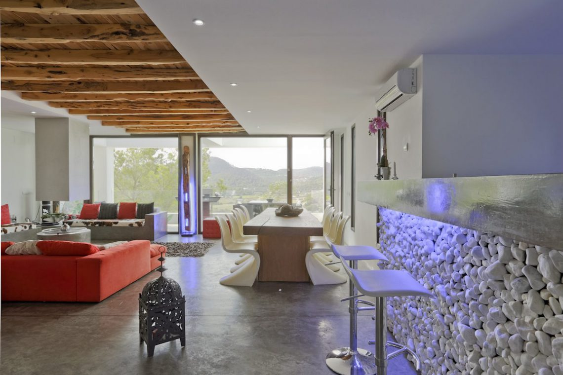 Minimalist villa Ibiza for rent with tropical pool 07