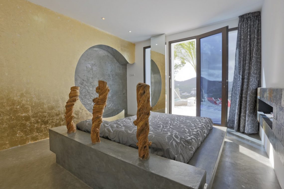 Minimalist villa Ibiza for rent with tropical pool 16