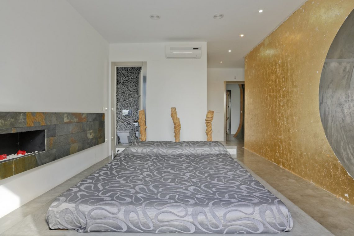 Minimalist villa Ibiza for rent with tropical pool 17