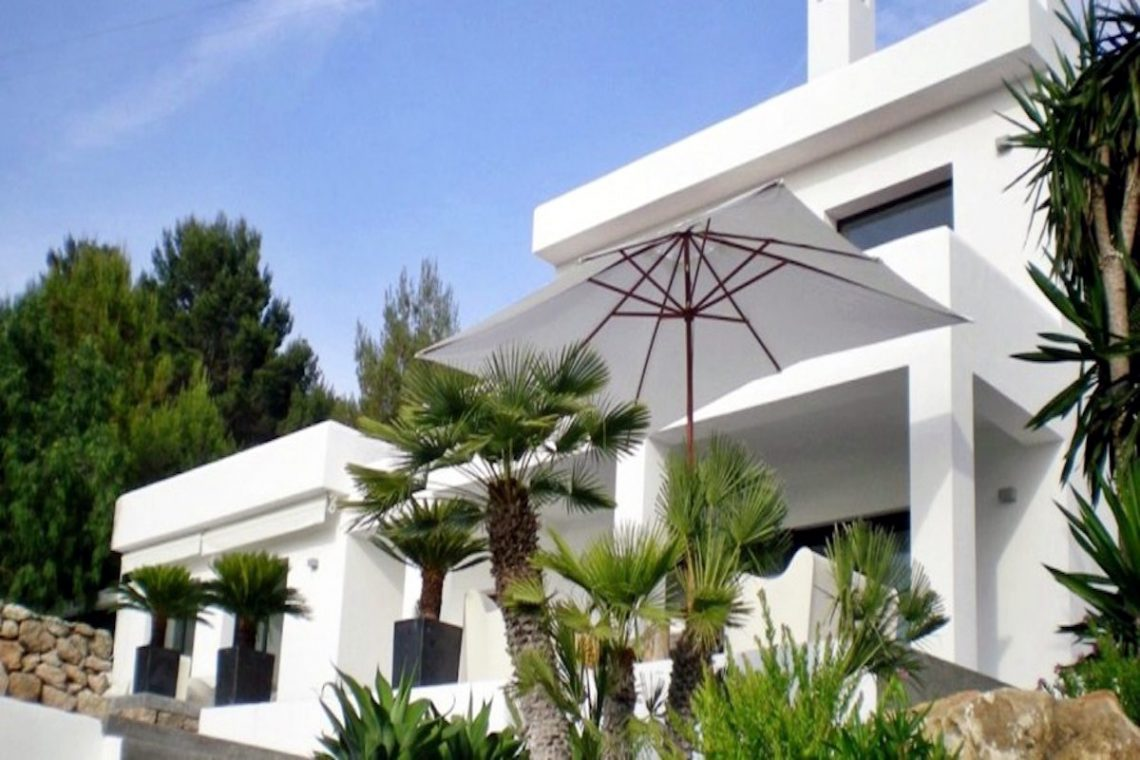Sea view villa Ibiza for rent with sea and sunset views 10