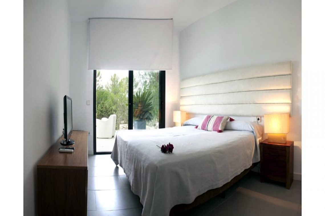 Sea view villa Ibiza for rent with sea and sunset views 23