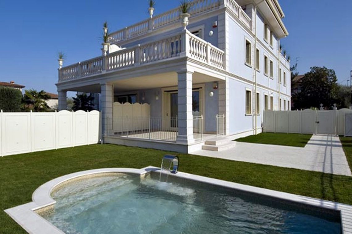 Waterfront apartments for sale in Sirmione on the beach 02