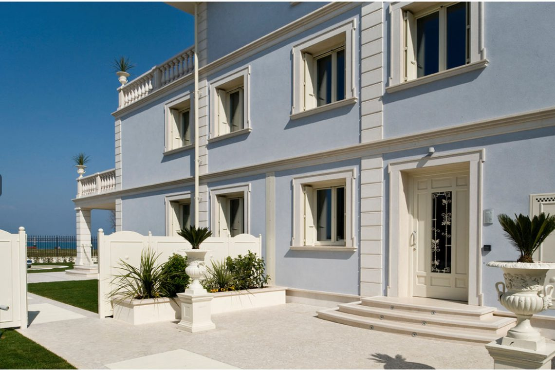 Waterfront apartments for sale in Sirmione on the beach 07
