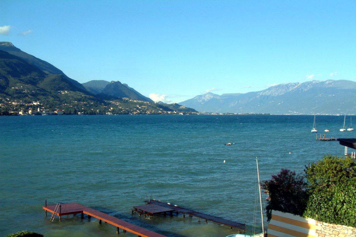 Waterfront villa Lake Garda rent, pool, beach, private dock 03