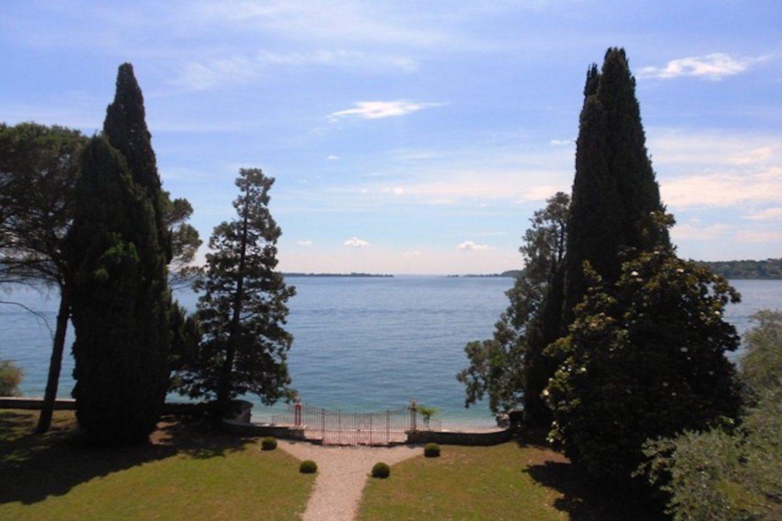 Waterfront historic villa Lake Garda in Decò style 01
