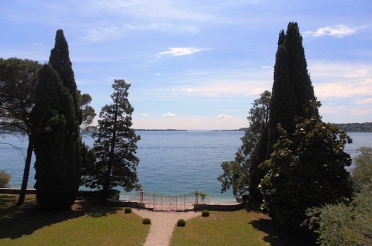 Waterfront historic villa Lake Garda in Deco style for sale